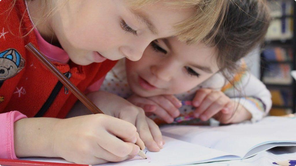 Reflexintegration für Kinder bietet die Praxis von Dr. Birgit Stuck mit Kunden aus ganz Österreich. RIT-Reflexintegration Übungen bei Lernproblemen, ADHS und Legathenie.